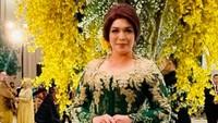 <p>Kebaya berpayet hijau yang dipakai seakan menambah kadar kecantikan istri Bambang Soesatyo ini. (Foto: Instagram/ @dewi_bamsoet)</p>