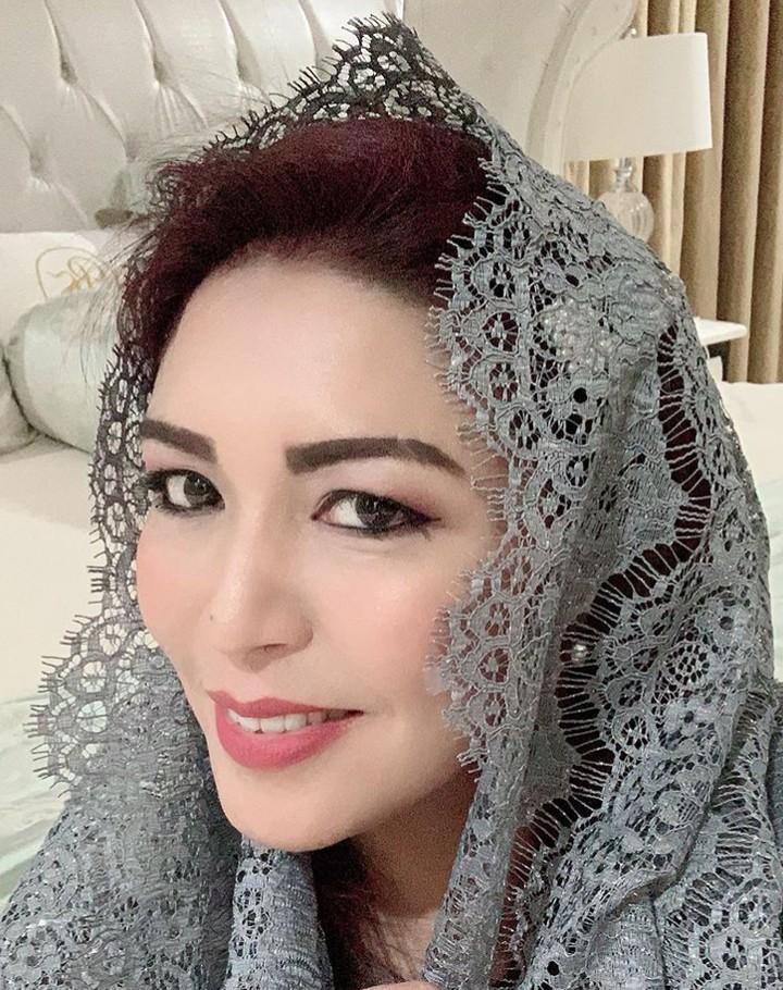 Ketua MPR RI, Bambang Soesatyo atau Bamsoet punya istri bernama Lenny Sri yang biasa dipanggil Dewi. Lihat kecantikannya yang memesona, Bun.