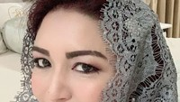 <p>Pesona kecantikan istri Bambang Soesatyo ini memang enggak perlu diragukan lagi. (Foto: Instagram/ @dewi_bamsoet)</p>