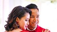 Salah satu baju pengantin mereka bernuansa merah dan terlihat mewah. (Foto: Instagram @naureen)