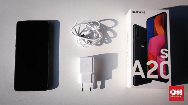 Samsung Galaxy A20s dibekali dengan kamera medioker tiga sensor di bagian belakang dan fitur 'premium' NFC.