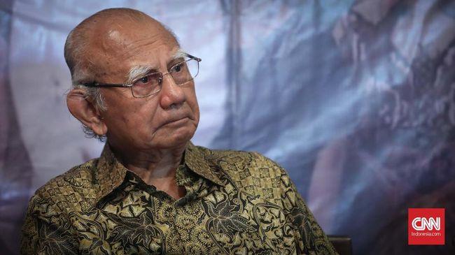 Ekonom senior Emil Salim mengenang sosok JB Sumarlin sebagai seorang yang rajin, pandai, dan berintegritas tinggi.