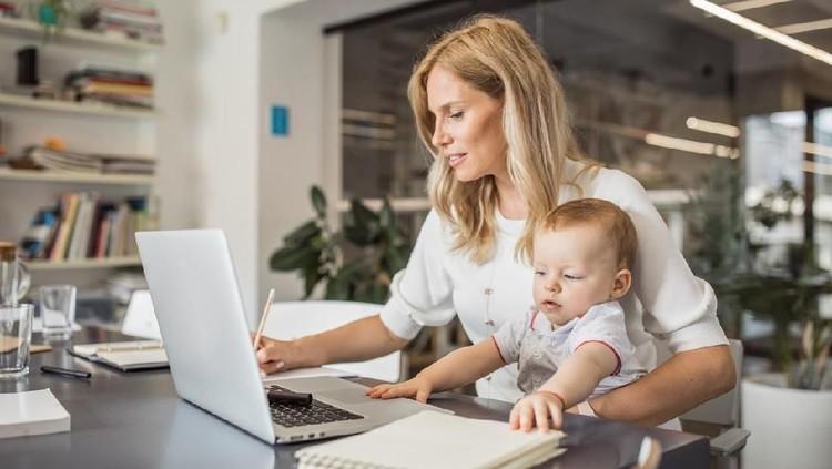 Kebanyakan ibu bekerja, terlebih punya bayi, sering kesulitan membagi waktu antara tugas di kantor dengan urusan rumah tangga. Masih punya me time?