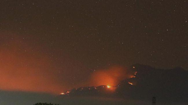 Penutupan jalur pendakian Gunung Lawu masih berlaku karena terjadi kebakaran di titik Pringgodani dan Jatiyoso masuk wilayah Jawa Tengah.