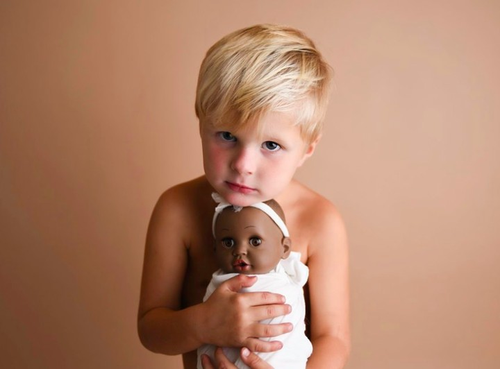 <p>Si boneka perempuan diberi nama Three. Unik ya. (Foto: Facebook Ashley Mae Photography LLC) </p>