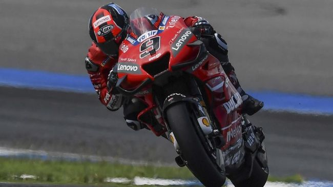 OCTO Pramac Racing Italian rider Danilo Petrucci competes during the MotoGP race for the Thailand Grand Prix at Buriram International Circuit in Buriram on October 6, 2019. (Photo by Lillian SUWANRUMPHA / AFP)