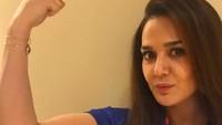 <div>Preity Zinta juga hobi olahraga. Tuh, Preity pamer otot. (Foto: Instagram/ @realpz)</div><div></div>