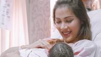 <p>Bunda setuju ya? Presenter Nadia Mulya tetap terlihat awet mudah meski telah dikaruniai empat anak. (Foto: Instagram @nadiamulya)</p>