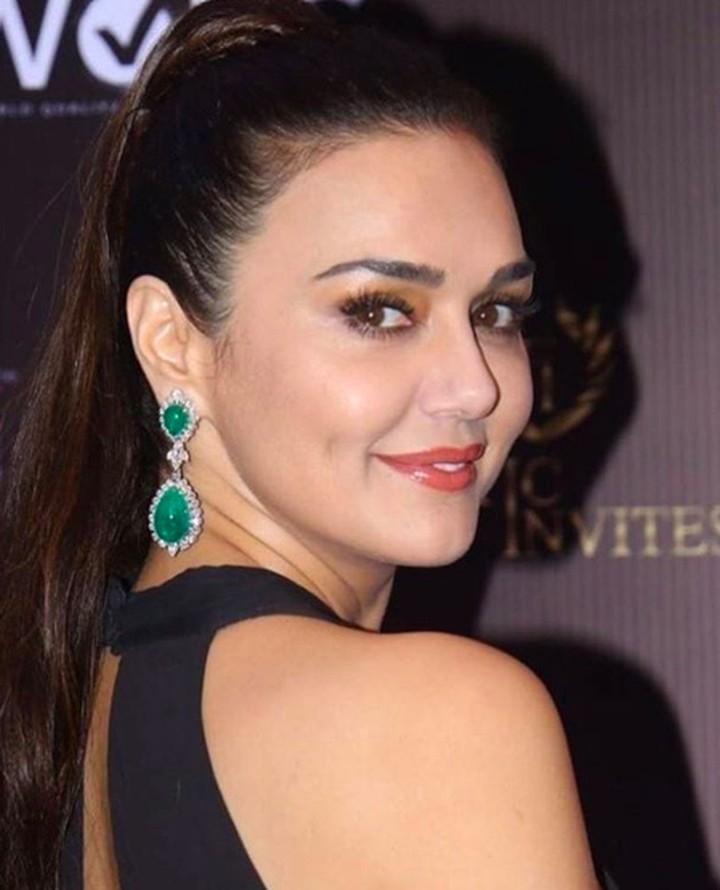 Usia Preity Zinta sudah 44 tahun. Tapi, muda, imut, dan cantiknya awet. Lihat yuk foto-fotonya.