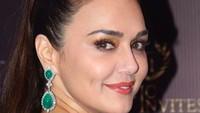 Preity Zinta lahir pada 31 Januari 1975. Tahun ini, umur Preity ZInta 44 tahun. (Foto: Instagram/ @realpz)