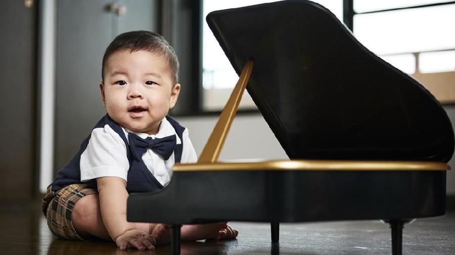 15 Inspirasi Nama Bayi Laki-laki dengan Arti Berbakat