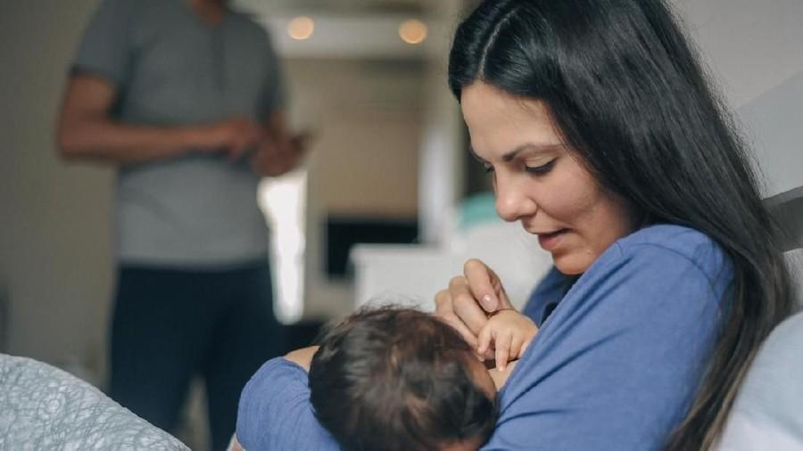 Alasan Bayi Menolak Nyusu, Rasa ASI Berubah Hingga Pola Makan Ibu