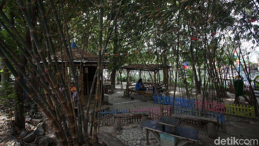 Menikmati Rindangnya Wisata Hutan Bambu