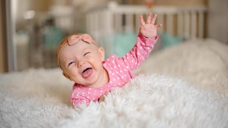 Nama bayi perempuan enggak harus nama-nama yang memiliki makna girly kan, Bunda? Kalau tertarik memberi si gadis cilik dengan nama bermakna pejuang, simak yuk.