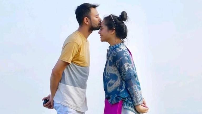 Raffi Ahmad dan Nagita Slavina. Pasangan hits Tanah Air ini memiliki range harga endorse hingga Rp22 juta dalam sekali posting.