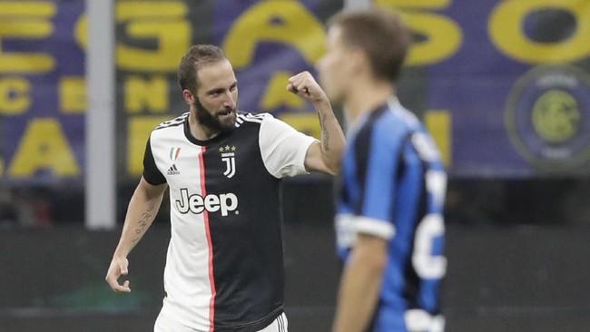 Kemenangan 2-1 atas Inter Milan membuat Juventus kini menempati peringkat pertama klasemen Liga Italia, unggul satu poin atas La Beneamata.