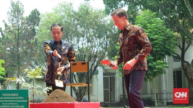 Presiden Jokowi meminta Belanda meningkatkan investasi di Indonesia khususnya di sektor infrastruktur kemaritiman dan pengelolaan air.