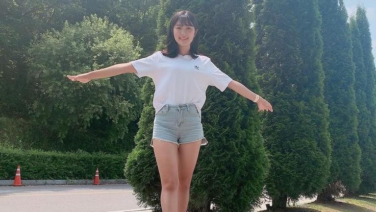 Usai membintangi Sky Castle, aktris cantik Kim Hye Yoon kembali mendapat peran baru di drama yang diadaptasi dari Webtoon, Extraordinary You.