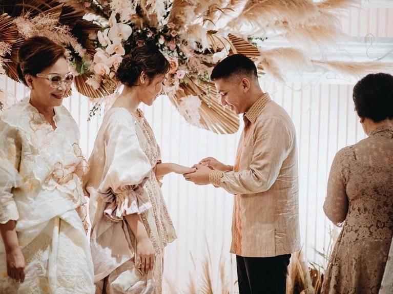 Sebelumnya, Ayla dan Rama telah bertunangan pada akhir April lalu di Hotel Grand Mahakam, Jakarta.
