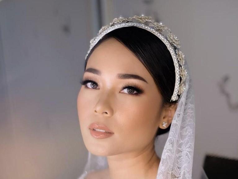 Potret cantik Ayla Dimitri dengan make-up yang flawless saat pernikahan berlangsung.