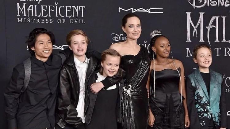 Angelina Jolie & Kelima Anaknya Jadi Sorotan di Premier Maleficent