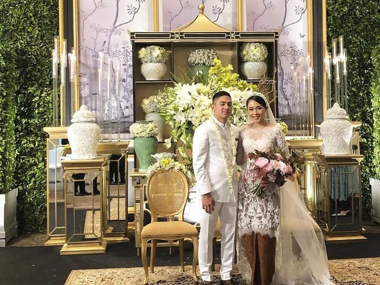 Ayla Dimitri dan Rama Devara Sofyar sah menjadi pasangan suami istri usai melangsungkan akad nikah di Hotel Four Seasons Jakarta, Minggu (6/10).