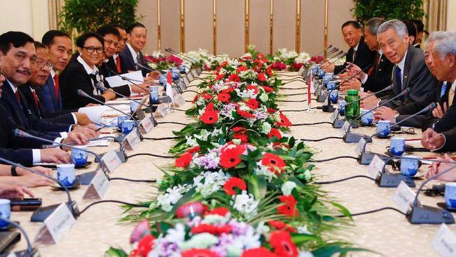 Presiden Joko Widodo (Jokowi) mengunjungi Singapura untuk menawarkan kerja sama pendanaan proyek infrastruktur dan memperpanjang kerja sama keuangan.
