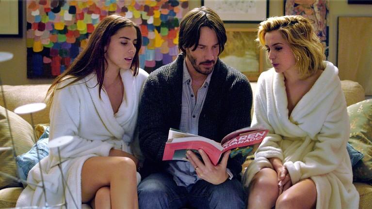 Berikut ini cuplikan aksi Keanu Reeves, Lorenza Izzo & Ana De Armas di film Knock Knock yang cukup menarik perhatian penonton.