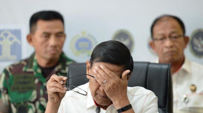 Sempat ada pro-kontra kehadiran Wiranto di Universitas Mathlaul Anwar, Banten, sebelum terjadi insiden penusukan. Sejumlah mahasiswa memprotes pelanggaran HAM.