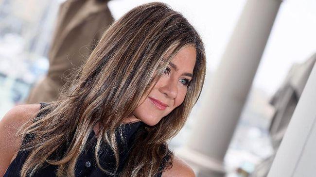 Sebelum memulai debut di Instagram, Jennifer Aniston mengaku sempat punya akun anonim untuk 'memata-matai' kehidupan media sosial.