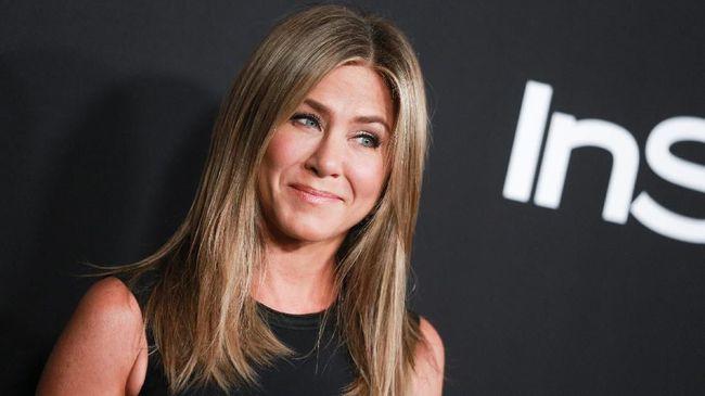 Jennifer Aniston beberapa kali menikah dan kencan dengan pria dari kalangan selebriti. Kini, ia punya selera lain.
