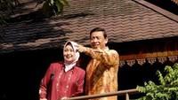 <p>Sejak menikah, Uga yang berasal dari Gorontalo itu juga sangat setia mendampingi Wiranto di berbagai kegiatan. (Foto: Facebook/ Uga Wiranto)</p>