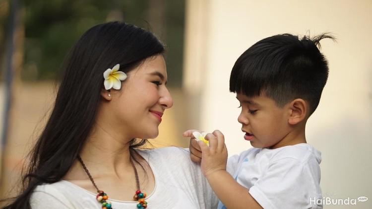 Karena ngefan sama Zayn Malik, Eriska Rein memberi nama anak yang sama.