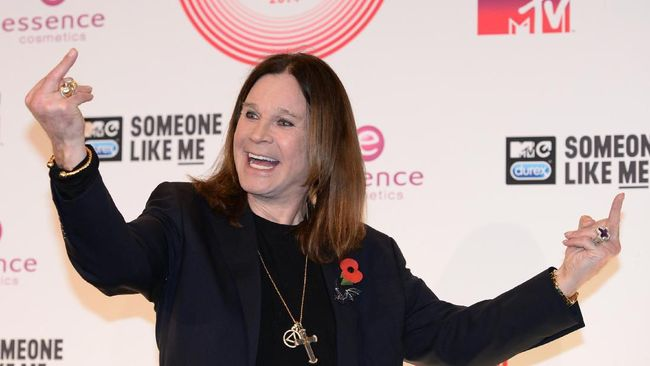 Ozzy Osbourne mengaku telah mengidap sakit Parkinson selama 17 tahun. Namun ia bersikukuh tak takut mati karena kerap 'menggagalkan kematian'.