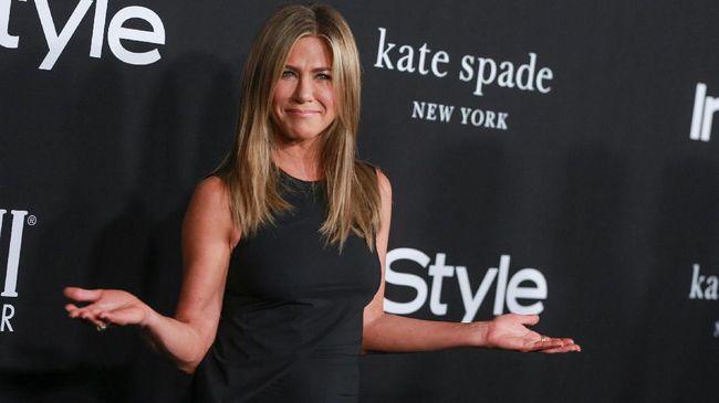 Bintang serial Friends Jennifer Aniston ini menjadi salah satu artis yang sudah aktif menyerukan jaga jarak sosial dan protokol kesehatan.