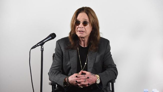 Musisi Ozzy Osbourne mengungkapkan bahwa ia mengidap penyakit parkinson, setelah beberapa tahun terakhir menderita berbagai pernyakit.