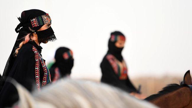 Arab Saudi mengeluarkan hukuman baru bagi pelaku pelecehan terhadap wanita yang mencakup penjara dan denda hingga Rp188 juta.