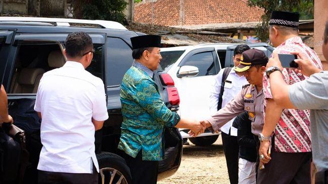 TNI AU mencopot jabatan salah satu anggota dari Satuan Polisi Militer TNI AU (Satpomau) diduga karena sindiran istri terkait insiden penusukan terhadap Wiranto.
