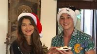 <p>Mike Lewis datang merayakan ulang tahun Tamara. Acara digelar bersamaan dengan merayakan Natal untuk Mike. (Foto: Instagram @tamarableszynskiofficial)</p>