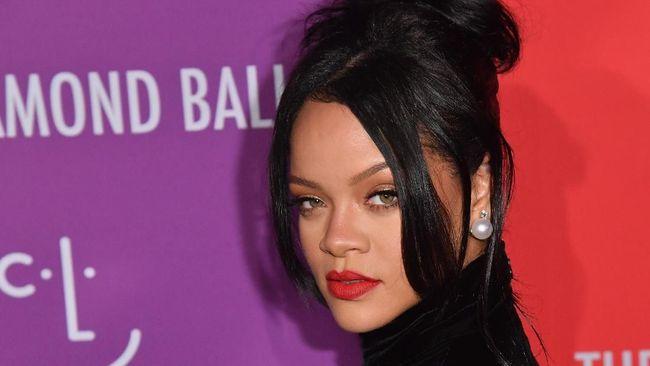 Rihanna untuk pertama kali masuk daftar wanita paling berpengaruh pada 2019 versi majalah Forbes.