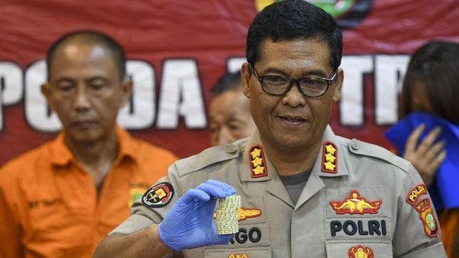 Polisi menyebut Akbar Alamsyah diduga ikut terlibat dalam pelemparan petugas dan perusakan saat demo di gedung DPR pada 25 September.