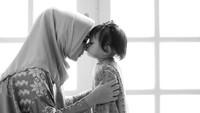 Putri Amien Rais ini menganggap anaknya adalah sebuah keajaiban. Pasalnya ia menanti Sarahza lahir selama sebelas tahun. (Foto: Instagram @hanumrais)