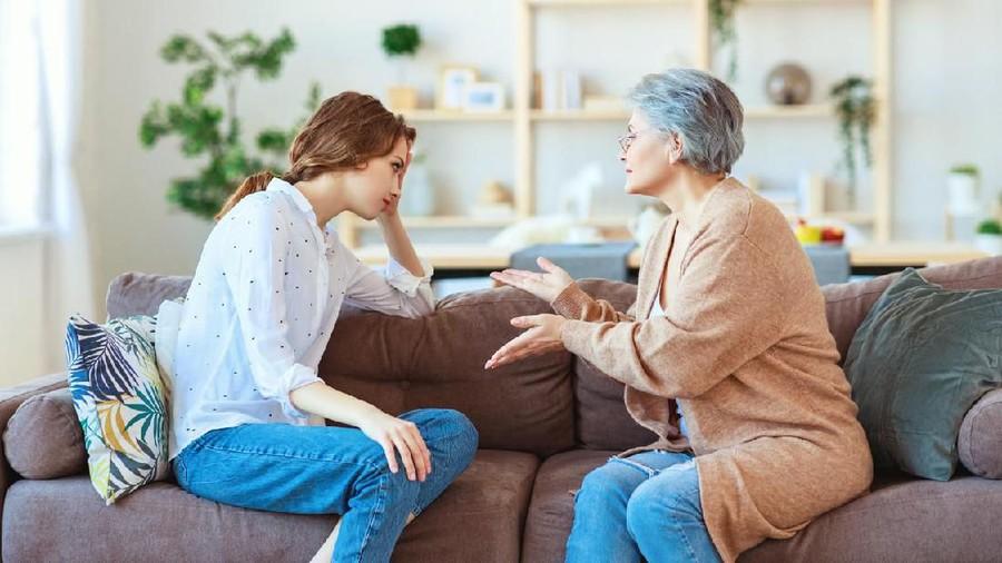 Cara Meminimalisasi Konflik dengan Mertua, Suami Punya Peran Besar