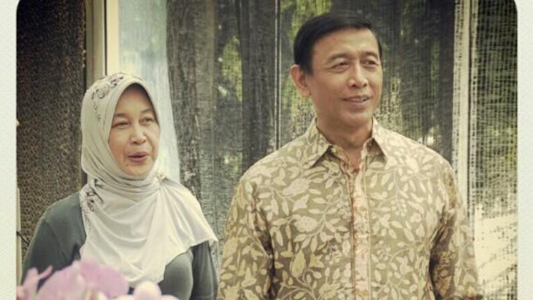 Wiranto danRughaiyah Usman menikah pada 1975 silam. Dari pernikahan itu mereka dikaruniai tiga orang anak,Zainal Nur Rizki, Maya Wiranto, dan Lia Wiranto.