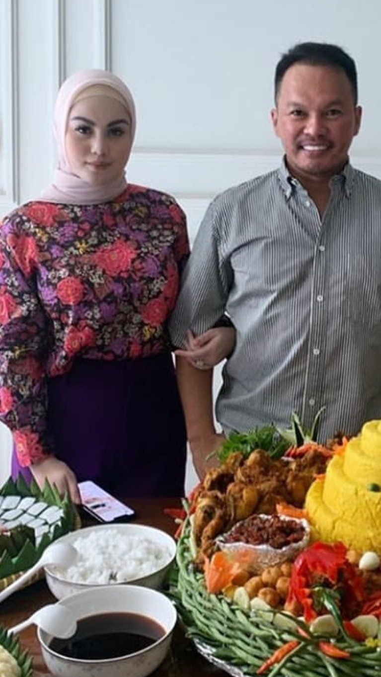 Pasalnya Jennifer Dunn disebut-sebut hadir sebagai orang ketiga dan membuat rumah tangga Faisal dan Sarita Abdul Mukti berakhir.