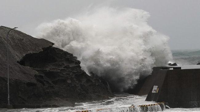 KBRI di Jepang mengimbau WNI untuk waspada dan mengikuti informasi otoritas di tengah terjadinya Badai Hagibis sejak Sabtu (12/10) dini hari.