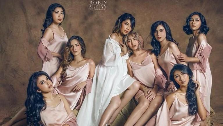 Tentu netizen sudah banyak yang mengetahui geng yang satu ini. Girl's Squad berhasil mencuri perhatian banyak orang. Pasalnya mereka selalu tampil kompak dan kece.