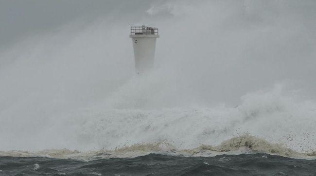 Jepang akan diterjang badai topan dahsyat, Haisen, yang diperkirakan akan mendekati wilayah barat daya Jepang besok.