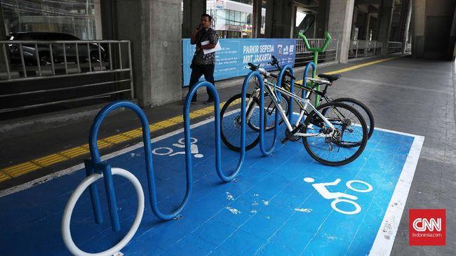 Parkir khusus sepeda di Stasiun MRT Cipete, Jakarta, Senin, 14 Oktober 2019. Parkir sepeda di seluruh stasiun MRT bakal rampung sebelum akhir 2019. CNNIndonesia/Safir Makki