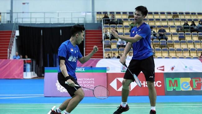 Leo Rolly Carnando/Daniel Marthin berhasil membawa bendera Merah-Putih ke tempat tertinggi di final Kejuaraan Dunia Badminton Junior.